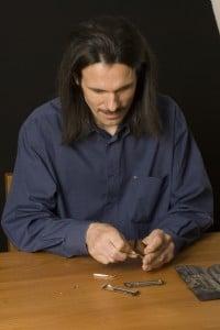 trousse à outils et intervention sur les anches de l'harmonica